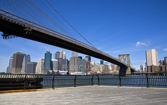 Pont de Brooklyn et horizon du Lower Manhattan — Photo de stock