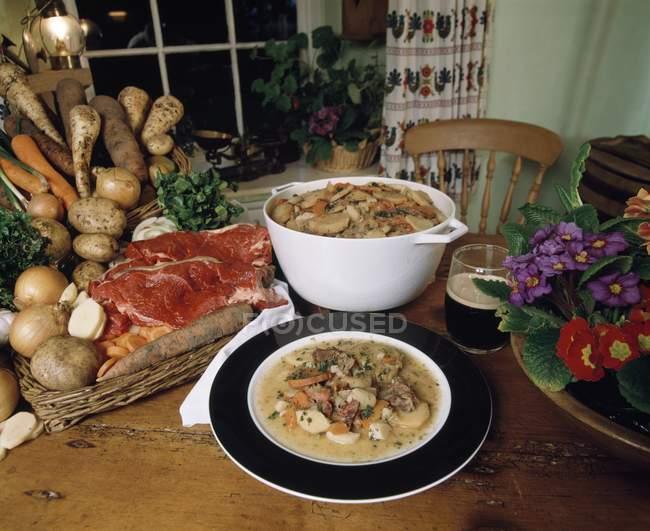 Caçarola de carne tradicional irlandesa — Fotografia de Stock