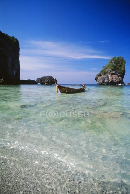 Boat At Ko Phi Phi Don Island In Thailand — Stock Photo