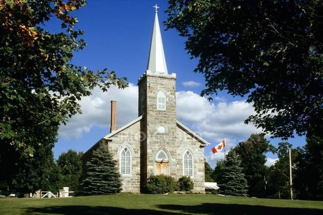 Iglesia de piedra en Quebec - foto de stock