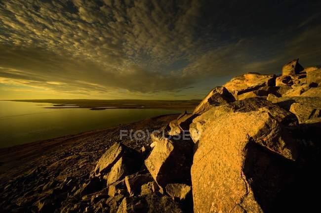 Arktische Landschaft mit Felsformationen — Stockfoto