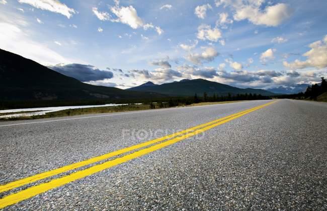 Route goudronnée de montagne — Photo de stock