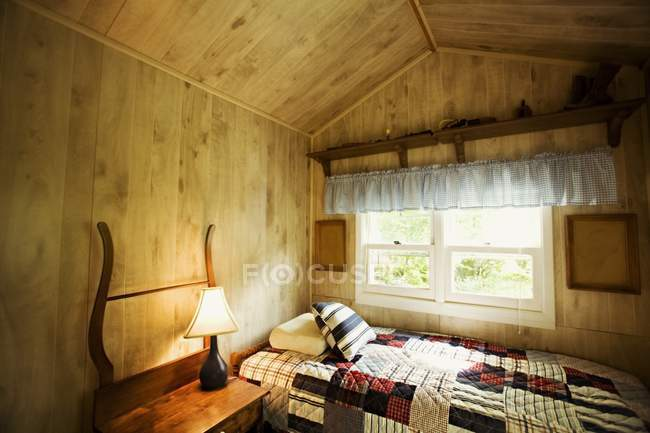 Camere da letto rustiche camera da letto in mandarda for Illuminazione rustica della cabina