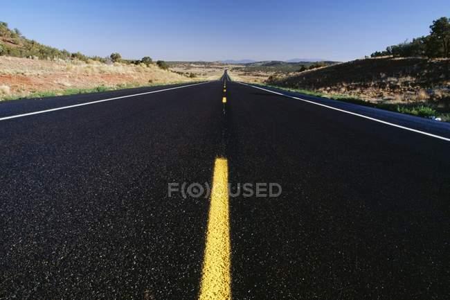 Route d'asphalte — Photo de stock