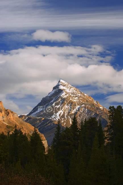 Горная вершина горы Чефрен — стоковое фото