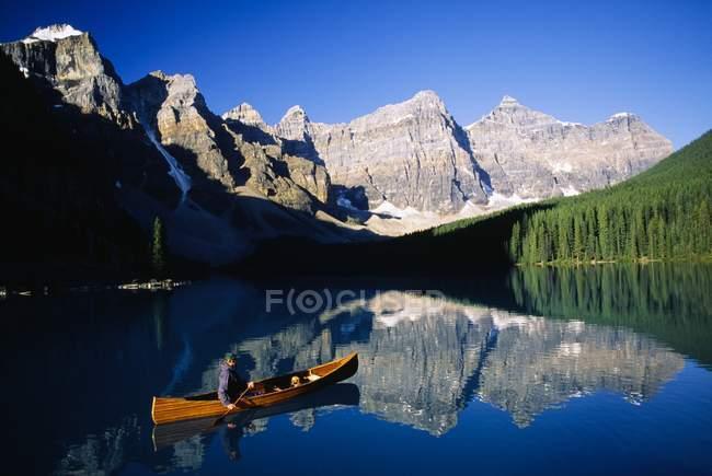 Man floating In Canoe — Stock Photo