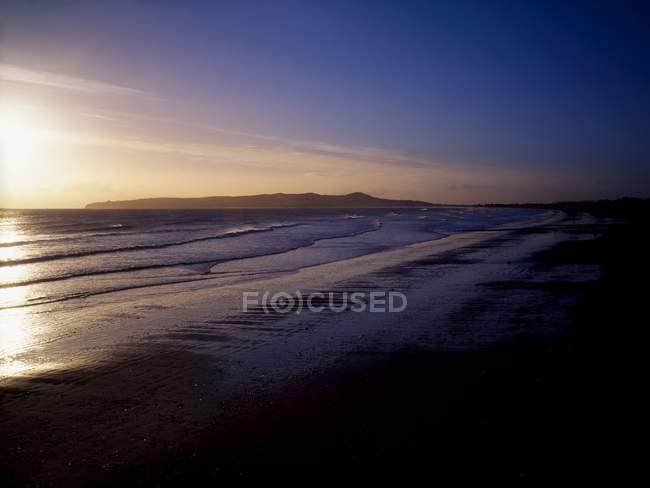 Напрямку Malahide пляж і місті Howth голову при сходом сонця — стокове фото