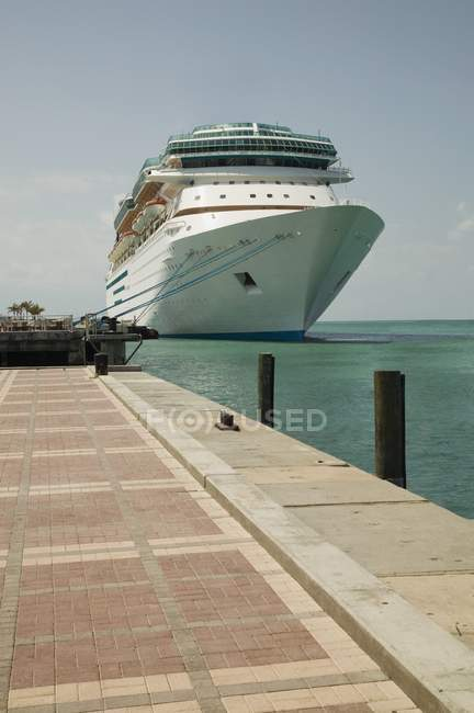 Cruise Ship At Port — Stock Photo