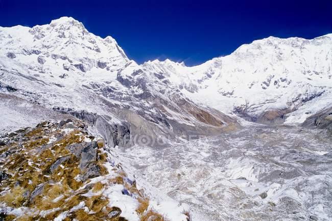 Cima di neve di montagne — Foto stock