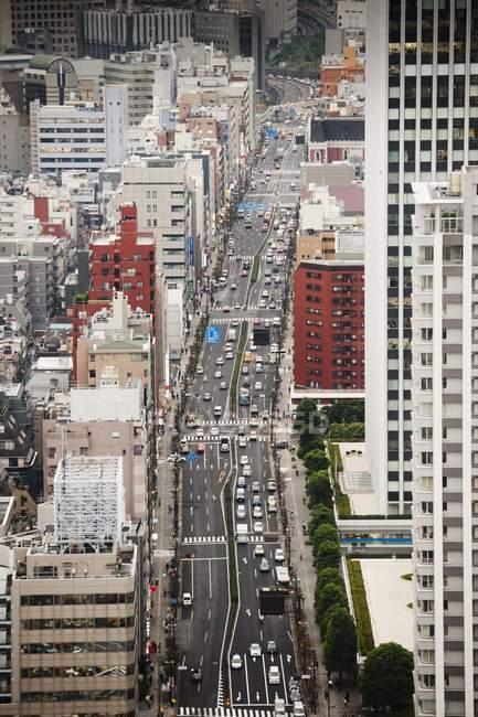Vue des rues et les gratte-ciel — Photo de stock