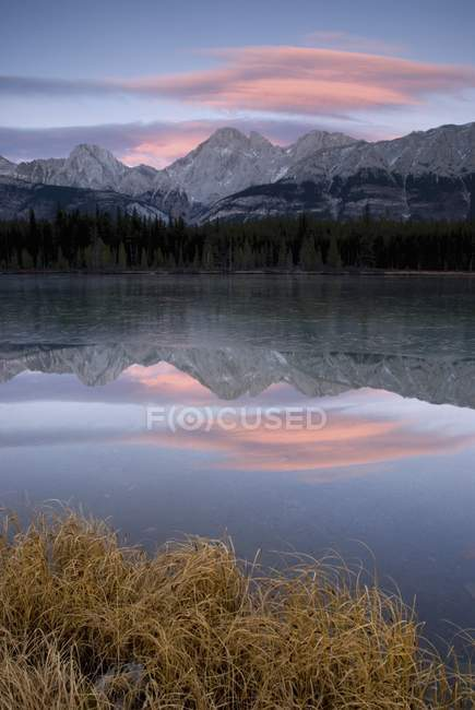 Partially Frozen Spillway Lake At Sunset — Stock Photo