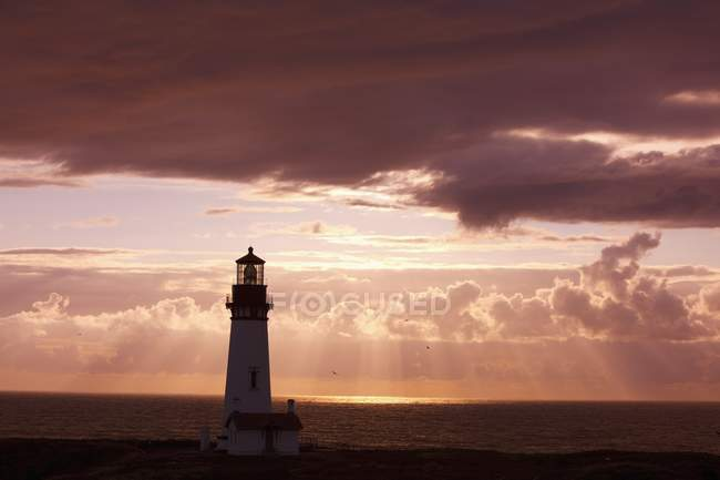 Sunset Over Lighthouse On Coast — Stock Photo