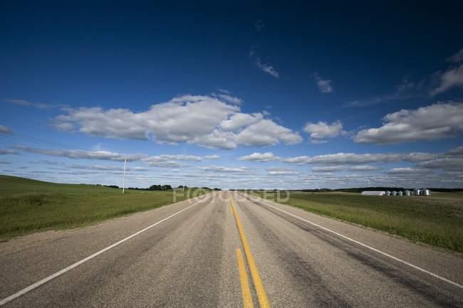 Highway Running Through The Prairies — Stock Photo