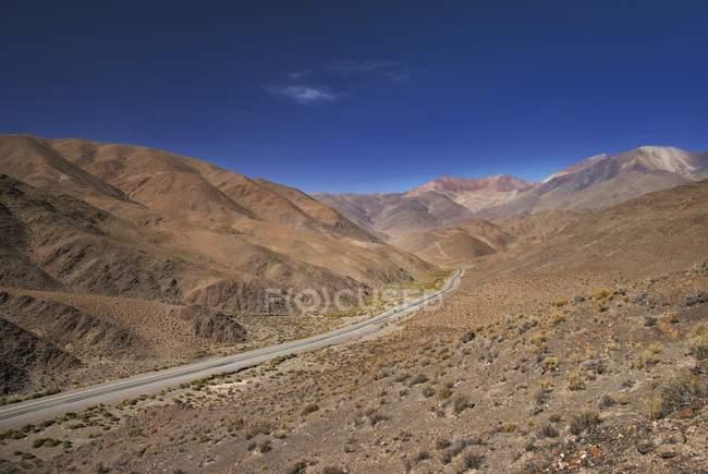Шоссе 51 к востоку от Сан-Антонии-де-Лос-Кобрес — стоковое фото