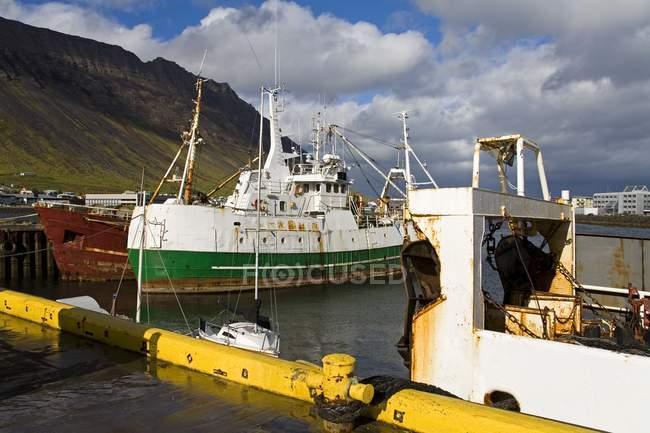 Порт Isafjordur в Исландии — стоковое фото