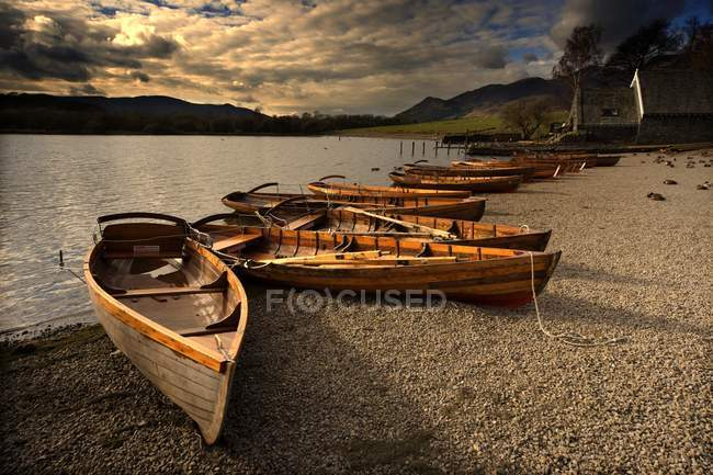 Canoes moored On Shore — Stock Photo