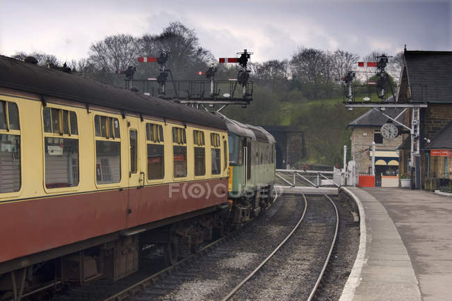 Train At Station, Grosmont, North Yorkshire, England — Stock Photo