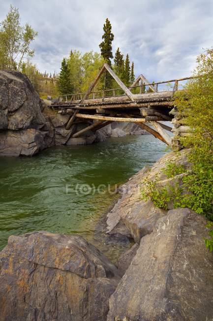 Puente de la frontera; Haines Junction - foto de stock