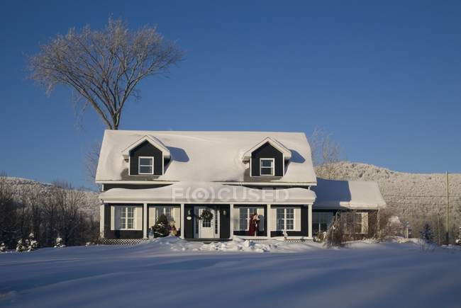 House Covered In Snow In Winter — Stock Photo