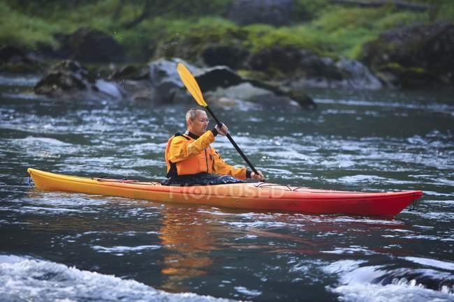 Man Kayaking Near Snoqualmie Falls, Washington, USA — Stock Photo