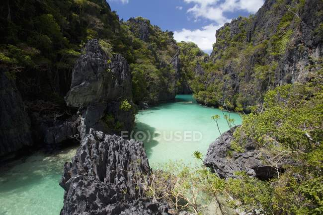 Petite lagune sur l'île de Miniloc — Photo de stock