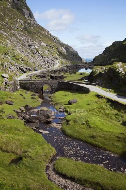 Kleine Brücke im Pass — Stockfoto