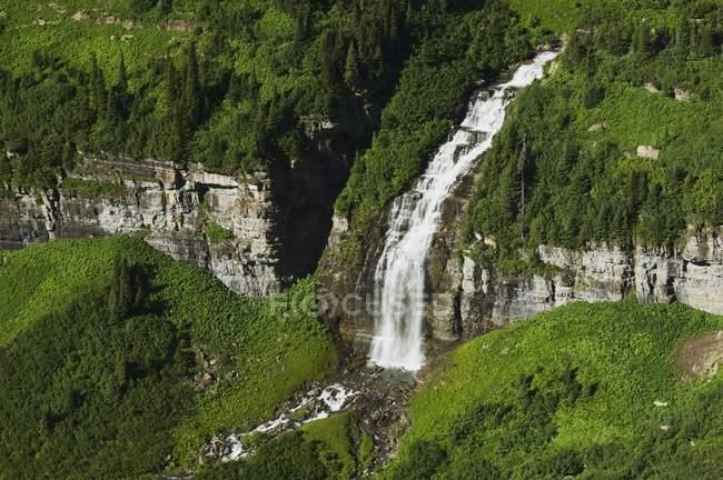 Великий водоспад тече — стокове фото