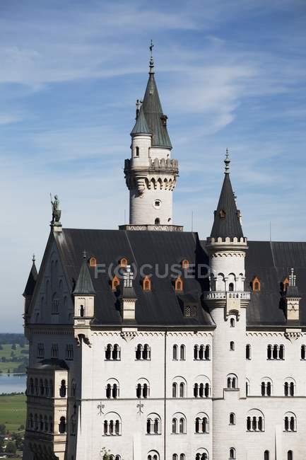 Vista lateral de un castillo bávaro - foto de stock