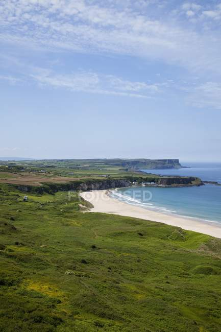 Paisagem costeira com praia — Fotografia de Stock