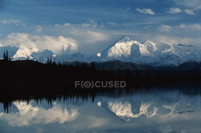Montagnes de la chaîne Alaska — Photo de stock
