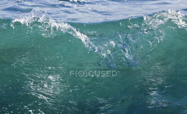 Хвиля починає перерву — стокове фото