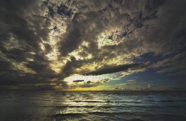 Хмари над невільниче озеро — стокове фото