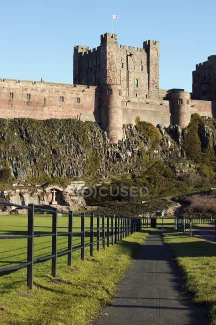 Sentiero intorno a un castello — Foto stock