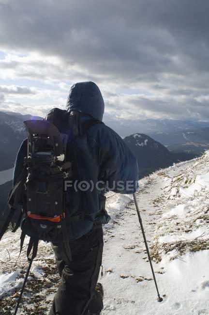 Escursionista sulla montagna del cane — Foto stock