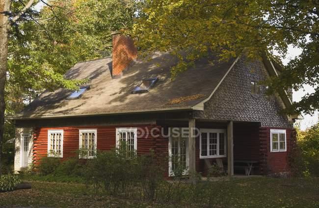 Red Log Home — Fotografia de Stock