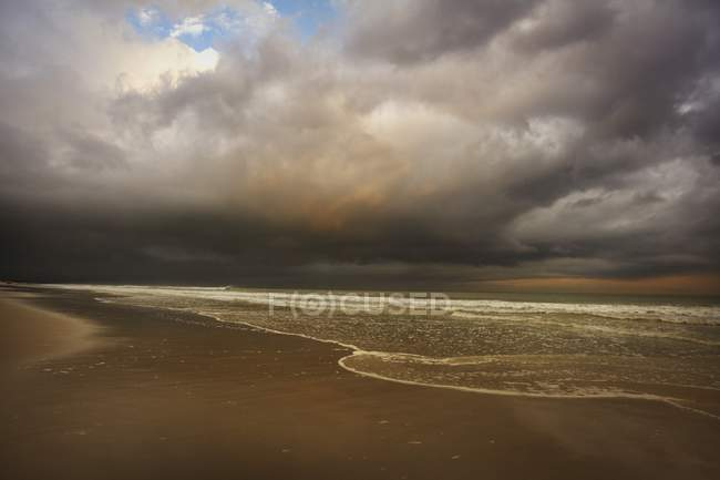 Storm Clouds Over Beach — Stock Photo