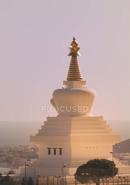 Estupa de la iluminación budista - foto de stock