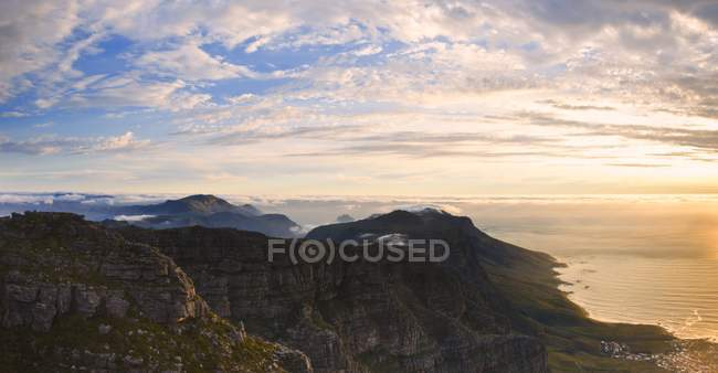View of mountain and cliffs — Stock Photo