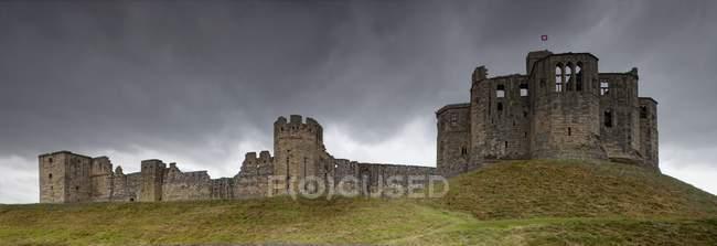 Warkworth Castle on hill — Stock Photo