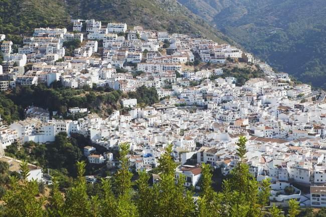 Tipico villaggio lavato in bianco — Foto stock