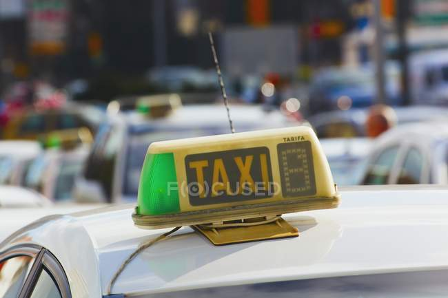 Sign On Top Of Taxi — Stock Photo