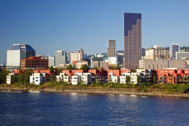 Willamette River And Portland Waterfront; Портленд, Орегон, Сша — стоковое фото