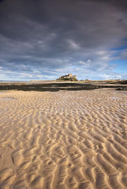 Bamburgh Castle Over A Sandy Beach — Stock Photo