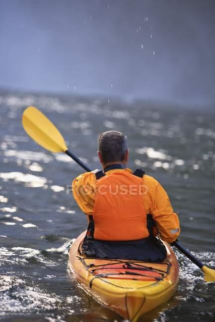 Rear View Of Man Kayaking Near Snoqualmie Falls, Washington, USA — Stock Photo
