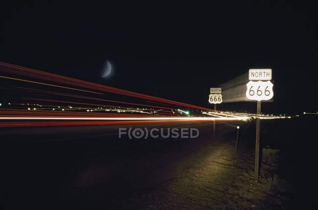 Highway 666 nachts mit Licht Trails von Fahrzeugen, New Mexico, Usa — Stockfoto