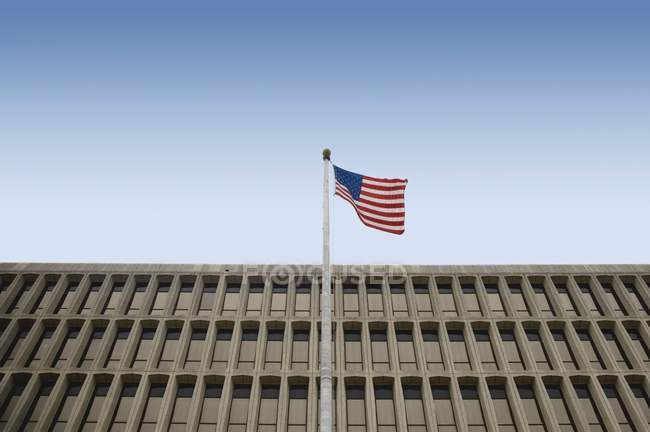 American Flag In Front Of  Building — Stock Photo