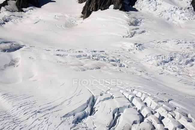 Schneebedeckte Bergwiese — Stockfoto