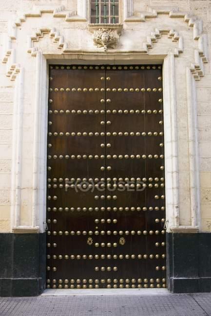 Дерев'яна двері Іспанська — стокове фото
