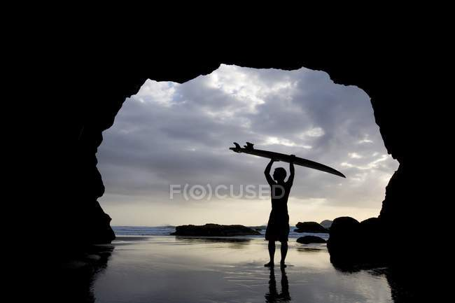 Surfer Inside Cave — Stock Photo