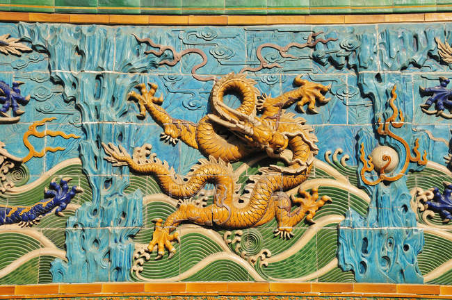 Dragon design on a wall — Stock Photo